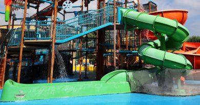 grüne Röhrenrutsche :: Captain Splash Wasserspielhaus | Aquapulco Bad Schallerbach