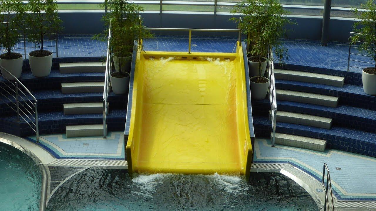 Indoor-Breitrutsche :: gelbe Breitwellenrutsche   Aquapark Olomouc