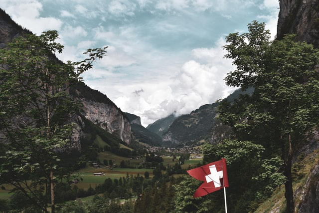 Reiseland Schweiz. Photo by Patrick Hodskins on Unsplash