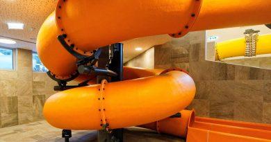 orangene Röhrenrutsche :: Kinderrutsche | Zugspitz Resort Ehrwald